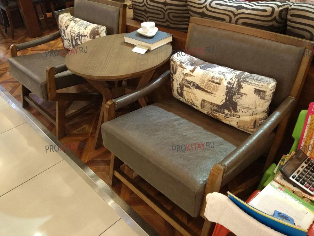 Фото из шоурума современной мебели: массив ореха+мдф+шпон в коричневых тонах-3