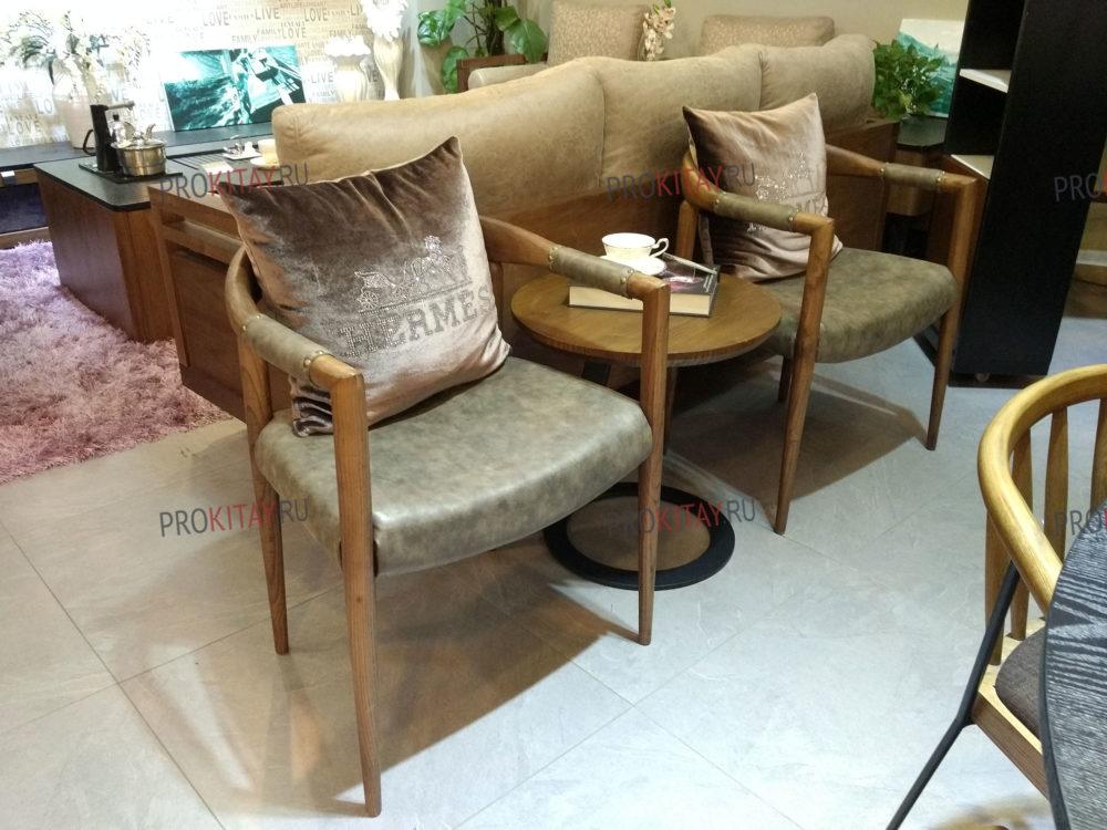Фото из шоурума современной мебели: массив ореха+мдф+шпон в коричневых тонах-1